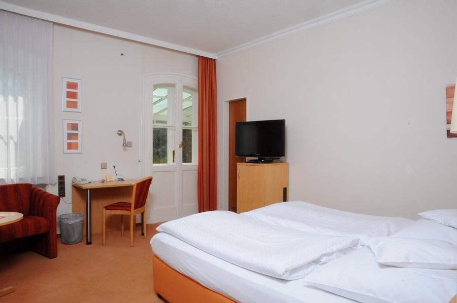 hotel hubertus hannover zimmer. Black Bedroom Furniture Sets. Home Design Ideas